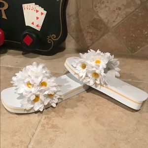 Shoes - White Flip Flops With Sunflowers